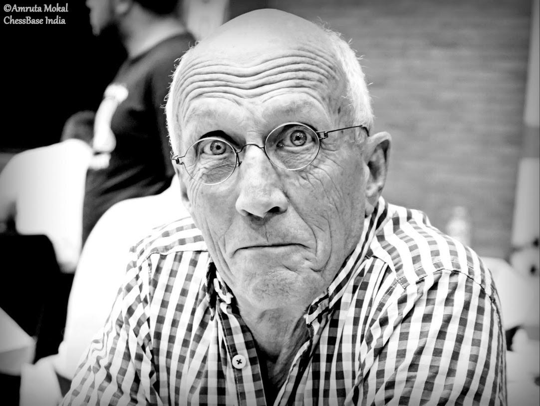close-up in zwart/wit van Walter tijdens het tornooi van Charleroi