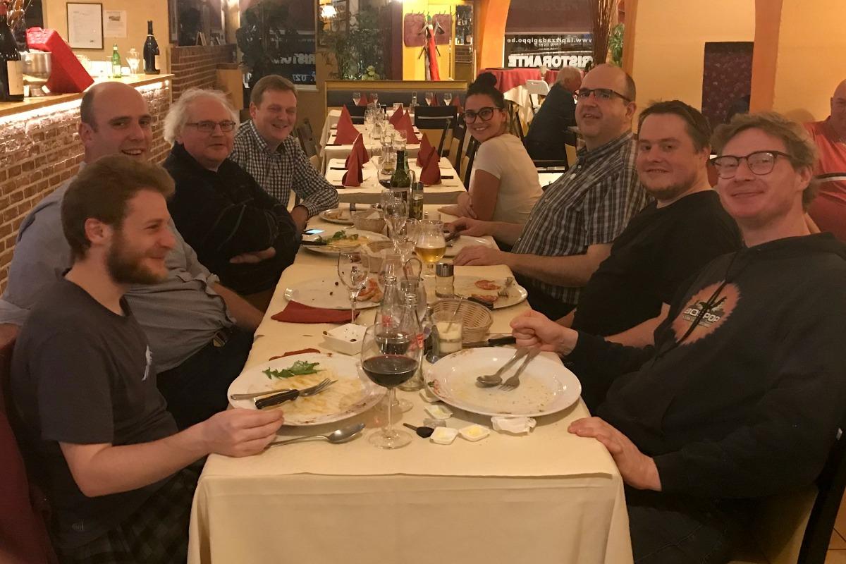 Stijn, Sam, Eric, Diederik, Tom, Kjell en Yves after dinner