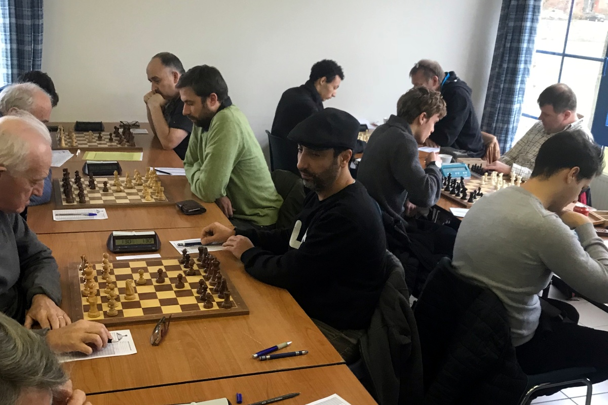 foto van Gaston, Filip en Mo met rechts op de achtergrond nog Geert M. die voor DZD speelt